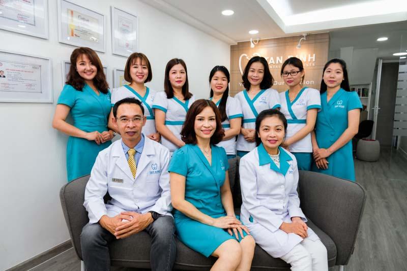 Với đội ngũ chuyên gia và các bác sĩ đầu ngành, đến với Nha Khoa Tân Định bạn hoàn toàn có thể đặt niềm tin ở chúng tôi.