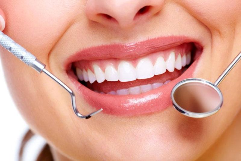 Phương pháp trám răng thẩm mỹ mang tới giúp răng lấy lại được nét đẹp hoàn chỉnh, hiệu quả nhanh chóng và rất an toàn. Có thể nói trám răng thẩm mỹ là một kỹ thuật nha khoa khá đơn giản nhưng lại mang đến 1 kết quả tuyệt vời cho hàm răng, khiến bạn có nụ cười tươi tắn, rạng rỡ.