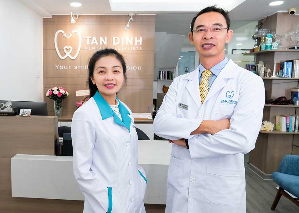 Bác sĩ Thi và bác sĩ Ngọc tại Nha Khoa Tân Định đều có thâm niên hơn 20 năm trong lĩnh vực Răng Hàm MẶt với nhiều chứng chỉ đào tạo chuyên sâu