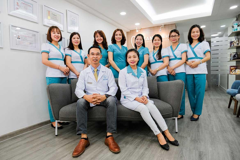 Đội ngũ y bác sĩ và nhân viên lành nghề của Nha Khoa Tân Định