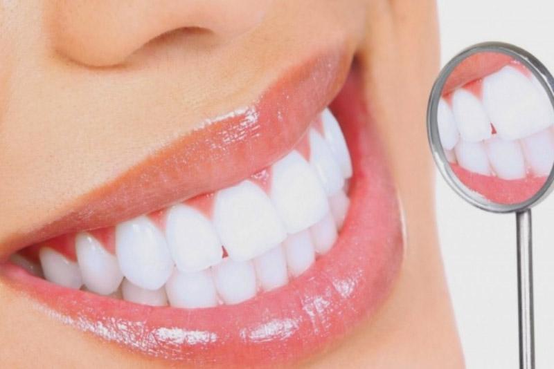 Nếu bạn muốn tẩy trăng răng một cách an toàn, nhanh chóng, bạn hãy ghé qua Nha Khoa Tân Định tại số 3 Lý Chính Thắng, P8, quận 3, Tp. Hồ Chí Minh. Tại đây bạn sẽ được trải nghiệm công nghệ tẩy trắng răng Lazer Zoom II – USA với đèn chiếu giúp kích hoạt gel Zoom làm trắng, dễ dàng loại bỏ các vết ố màu trên răng, trả lại cho bạn một nụ cười tươi tắn, rạng rỡ.