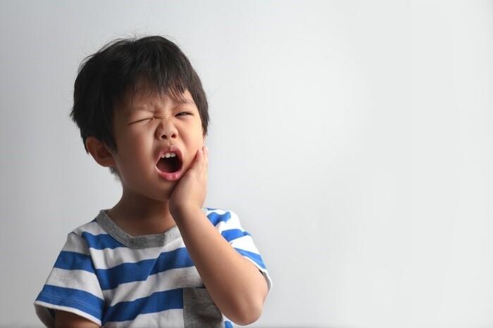 Răng sữa bị sâu nhanh chóng lung lay và gãy rụng. Làm ảnh hưởng đến quá trình mọc răng trưởng thành. Thậm chí có thể ảnh hưởng đến cấu trúc của cả hàm răng.