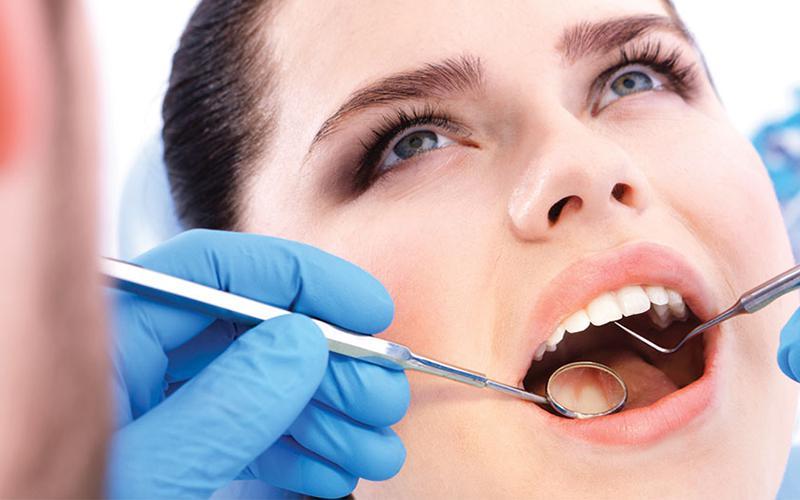 Tiểu phẫu cắt lợi trùm không phải lúc nào cũng mang lại hiệu quả 100%. Phương pháp này sẽ được các nha sĩ khuyến khích sử dụng trong trường hợp răng khôn đã mọc gần như hoàn chỉnh. Đồng thời, bạn không có tiền sử về viêm lợi. Bạn nên nhớ khi đã loại bỏ phần lợi trùm, chúng vẫn có khả năng phát triển lại. Chúng sẽ tiếp tục có khả năng mang lại những biến chứng nguy hiểm như: viêm lợi, viêm phần thân quanh răng khôn, viêm tủy răng… Vì vậy, để hạn chế tối đa những biến chứng này, biện pháp nhổ răng khôn chính là phương pháp hữu hiệu nhất.