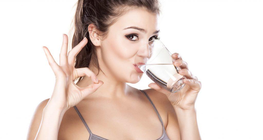 Nếu có thể hay thay thế nước súc miệng bằng nước muối sinh lý. Nước muối có khả năng sát khuẩn cao, giúp hạn chế vi khuẩn sản sinh và ngừa sâu răng rất tốt.