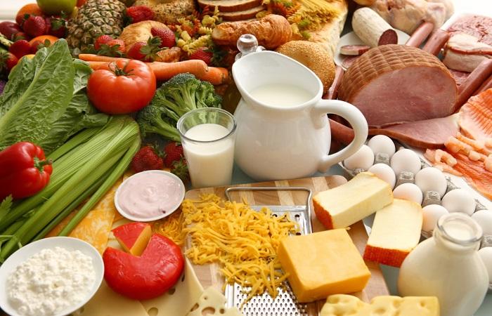 Để giúp bổ sung dưỡng chất cho cơ thể sau viêm bạn nên bổ sung những thực phẩm sau: Những thực phẩm giàu chất xơ và vitamin: rau xanh, các loại quả mềm như: bơ, chuối… Trà xanh: trong trà xanh có chứa Polyphenols. Đây là chất có khả năng chống viêm và kháng khuẩn. Các thực phẩm giàu canxi và các khoáng chất khác như: thịt, cá trứng, sữa… Nên ăn những thức ăn mềm dạng cháo, súp… Điều này giúp hạn chế lực tác động lên phần lợi bị viêm.