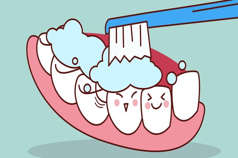 """Việc chăm sóc răng hiện nay ngày càng được ý thức cao. Ai cũng vệ sinh răng miệng hàng ngày để có thể tự tin trong hoạt động đời sống cũng như giữ gìn sức khỏe cá nhân. Tuy nhiên, bạn có đang đánh răng đúng cách hay không? Việc làm sạch răng cũng cần có những """"kỹ thuật"""" nhất định để đảm bảo hiệu quả. Cùng theo dõi bài viết sau để biết liệu bạn có phạm sai lầm nào trong việc đánh răng cũng như làm sạch răng không."""