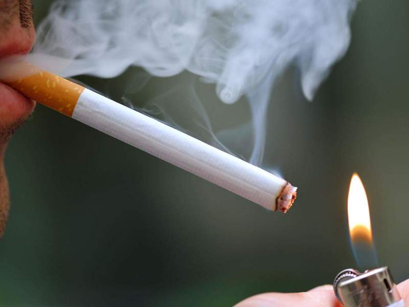 Các thói quen xấu như hút thuốc khiến bạn phải đối mặt với bệnh lý tụt lợi