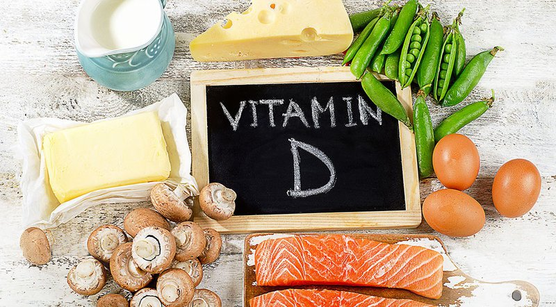 Vitamin D giúp răng chắc khỏe hơn nhờ giúp cơ thể tổng hợp canxi hiệu quả hơn Vitamin D rất quan trọng giúp cơ thể hấp thụ canxi và phốt phát từ thực phẩm bạn ăn.