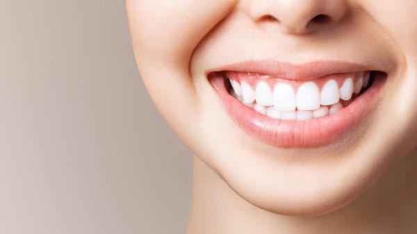 3 cách làm trắng răng bằng oxy già tại nhà