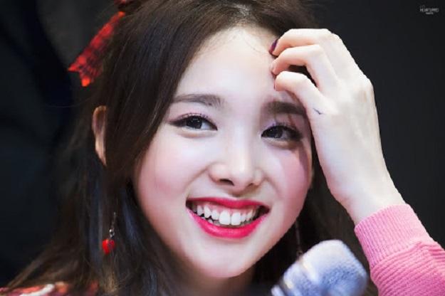 Răng thỏ Nayeon